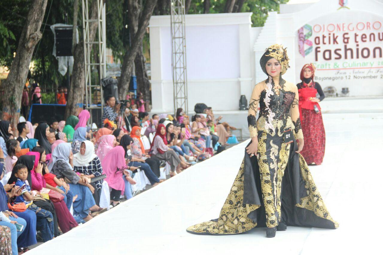 Fashion Show Batik di Kabupaten Bojonegoro. (Sumber: bojongerokab.go.id)